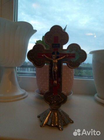 Крест освещен